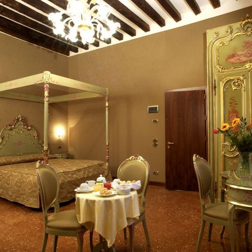 Contract Hotel. Realizzazione arredamenti su misura camere per hotel. Chiavegato Contract Verona