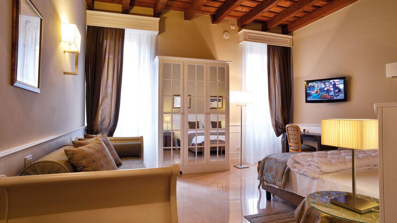 Contract B&B Opera Prima di Verona. Arredamento realizzato su misura da Chiavgato Contract