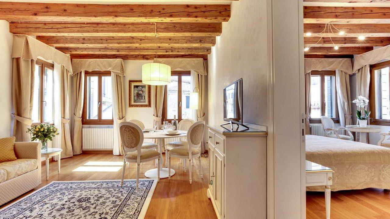 Contract Nikki House a Venezia. Arredamento realizzato su misura da Chiavgato Contract
