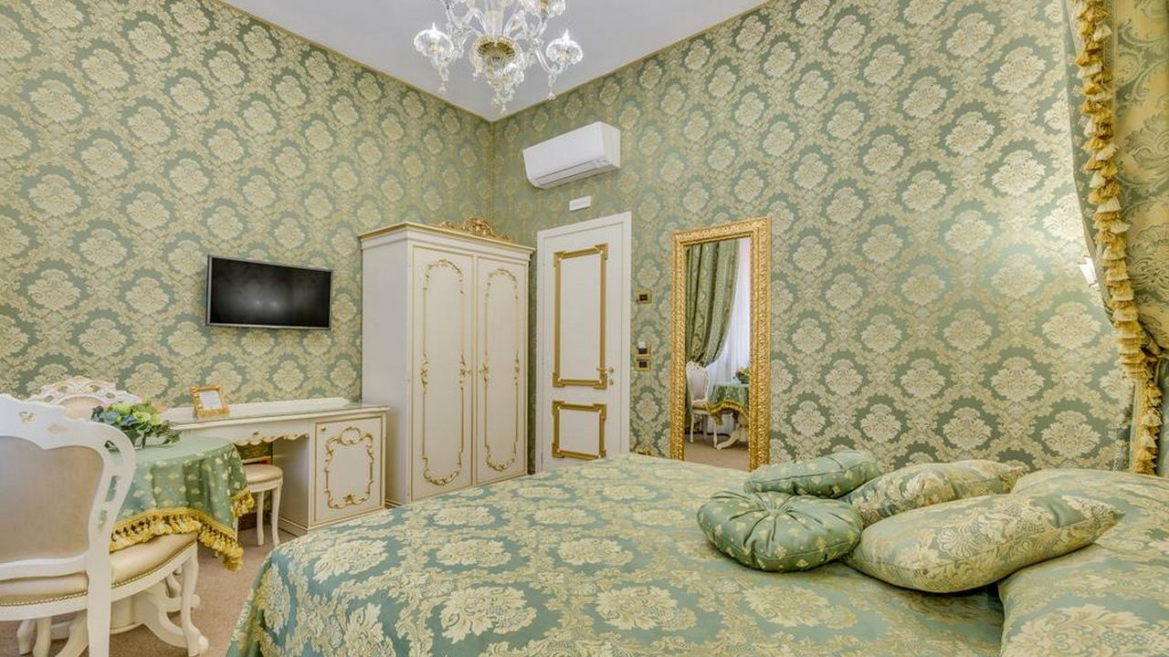 Contract Contract Residenza Veneziana. Arredamento realizzato su misura da Chiavgato Contract